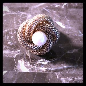 Large pearl style and gold stretch ring